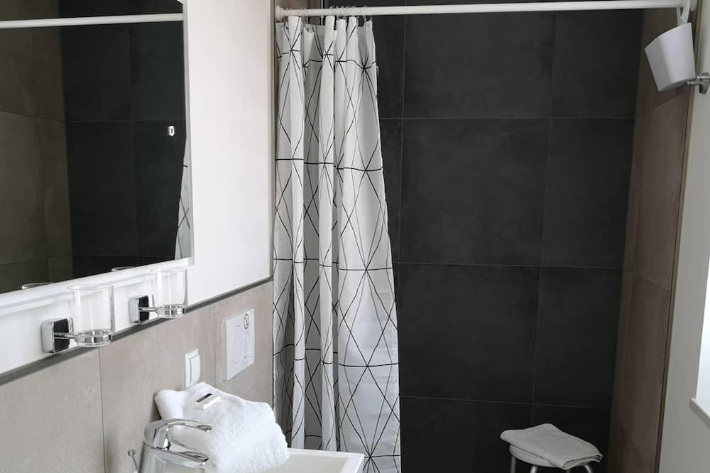 Dom typu Superior, bezbariérová izba, súkromná kúpeľňa - Kúpeľňa