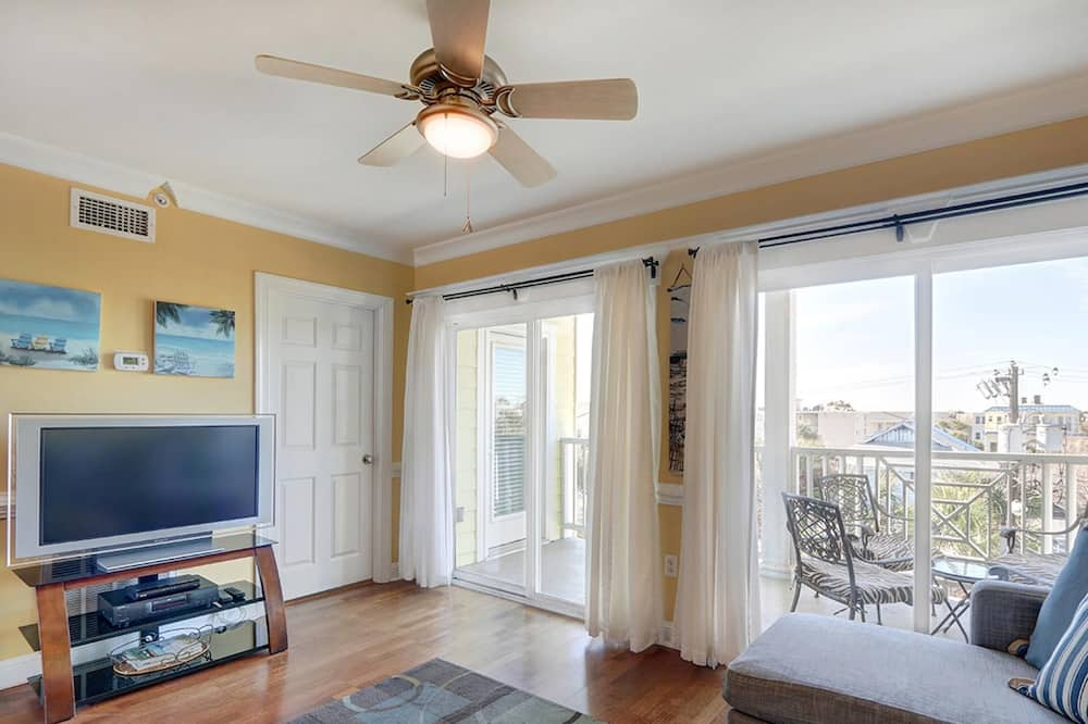 Apartment, Multiple Beds (Silver Shores Unit 10) - Living Room