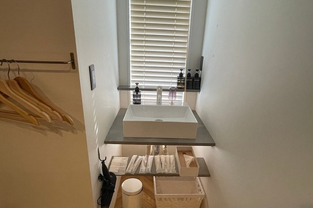 Chambre Quadruple Confort, non-fumeurs - Lavabo de la salle de bain