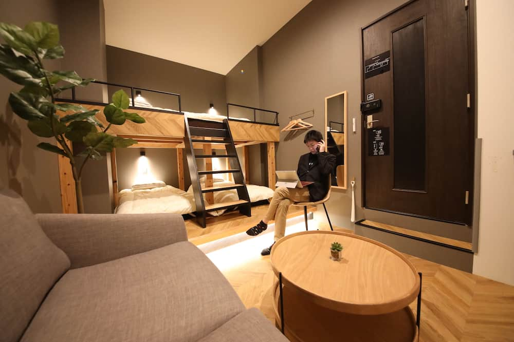 Chambre Quadruple Confort, non-fumeurs (2 Single Beds and 1 Double Bed) - Chambre