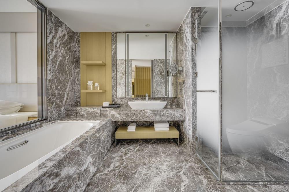 Executive Deluxe Room - Bathroom