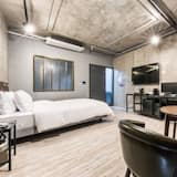 Room (Deluxe-1 pc (1 can of beer upon stay)) - Guest Room