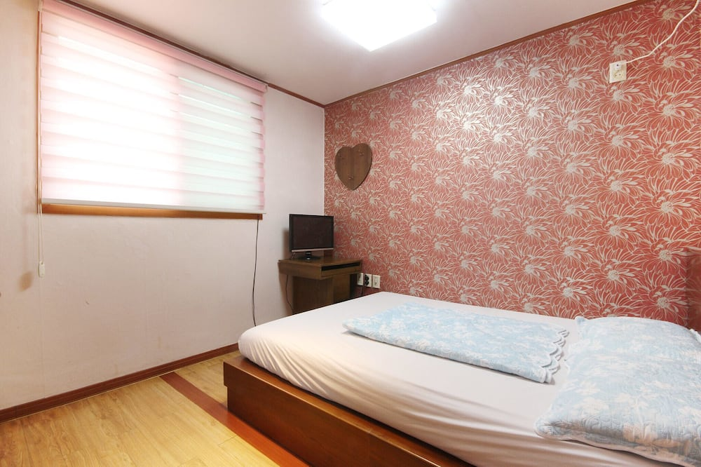 Room (Bed room) - Bilik Tamu