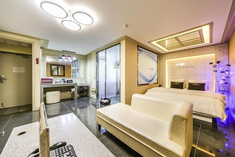 Room (VIP (air purifier whirlpool bathtub)) - Bilik Tamu