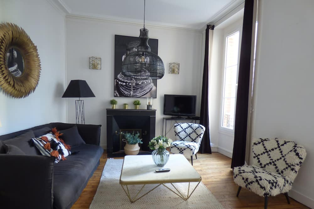 City Apartment, 2 Bedrooms, Kitchen - Living Area