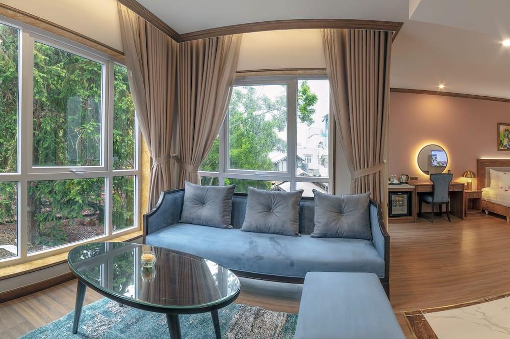 Suite – executive, 1 kingsize-seng, utsikt mot byen - Oppholdsområde