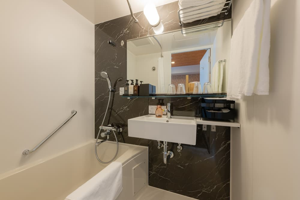 חדר לארבעה, ללא עישון (2 Bunk Beds, Simmons Mattress) - חדר רחצה