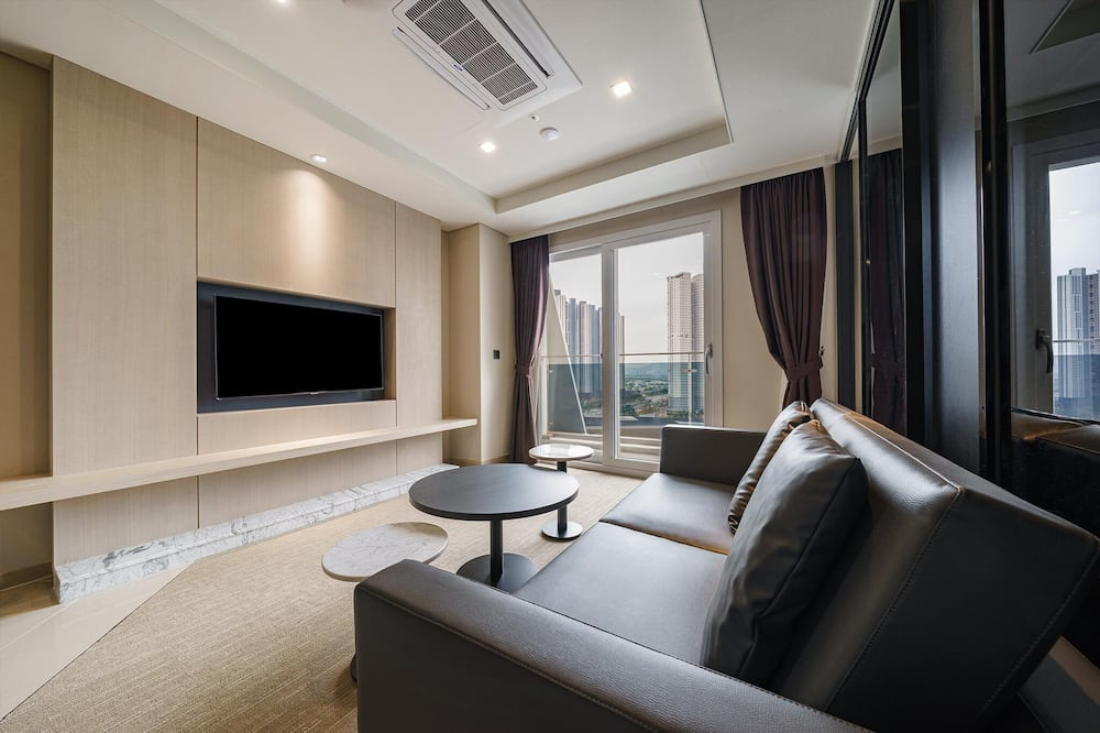 Phòng Suite Royal - Khu phòng khách