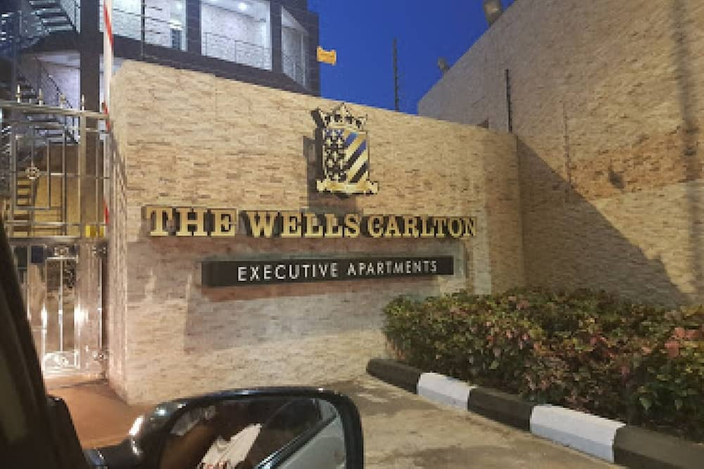The Wells Carlton Hotel And Apartments