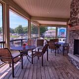 Cozy 3 Bdrm Cottage on Family Friendly Shamrock Bay Resort in Muskoka
