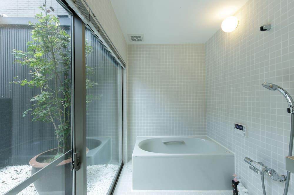 Basic House - Bathroom