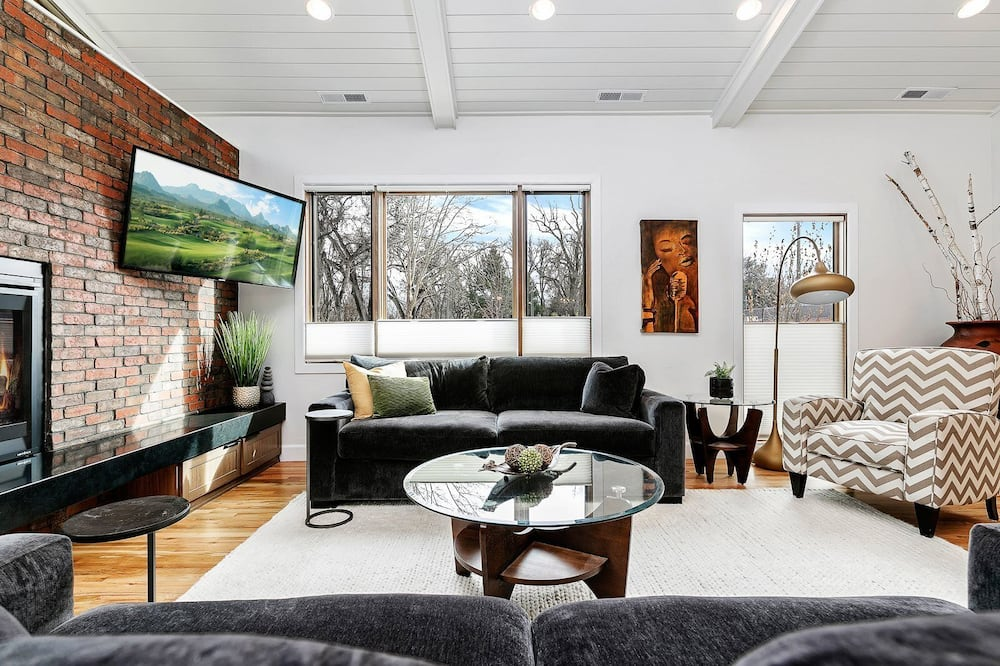 Domek (Spacious Custom Built Home in Boises ) - Obývací pokoj