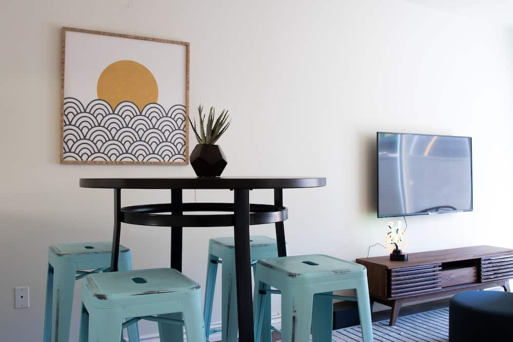 Townhome - In-Room Dining