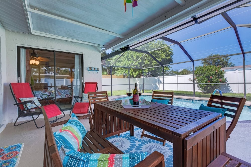 South Venice Pool Home With Fence, Dog Friendly