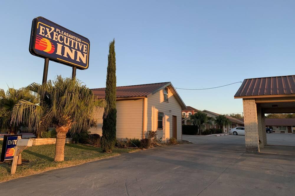 Pleasanton Executive Inn, Pleasanton