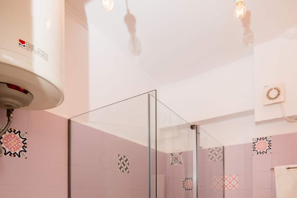 Apartment, 1 Queen Bed - Bathroom