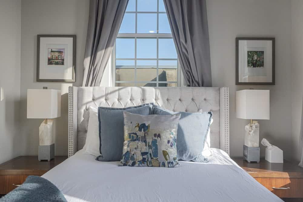Luxury Apartment, 3 Bedrooms, City View - Living Area