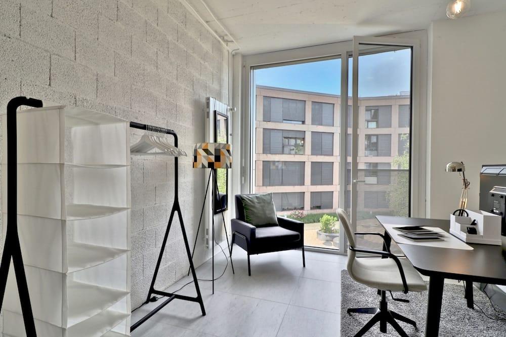 Basic Studio, 1 Queen Bed - Living Room