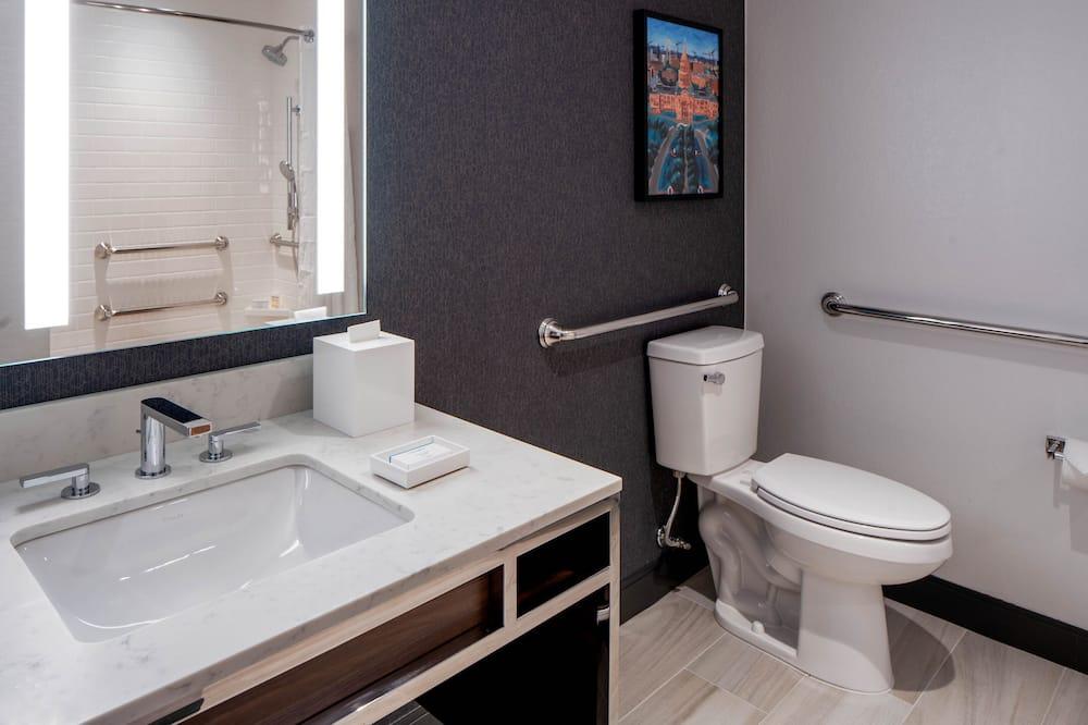 ห้องพัก, เตียงคิงไซส์ 1 เตียง, พร้อมสิ่งอำนวยความสะดวกสำหรับผู้พิการ, อ่างอาบน้ำ - ห้องน้ำ