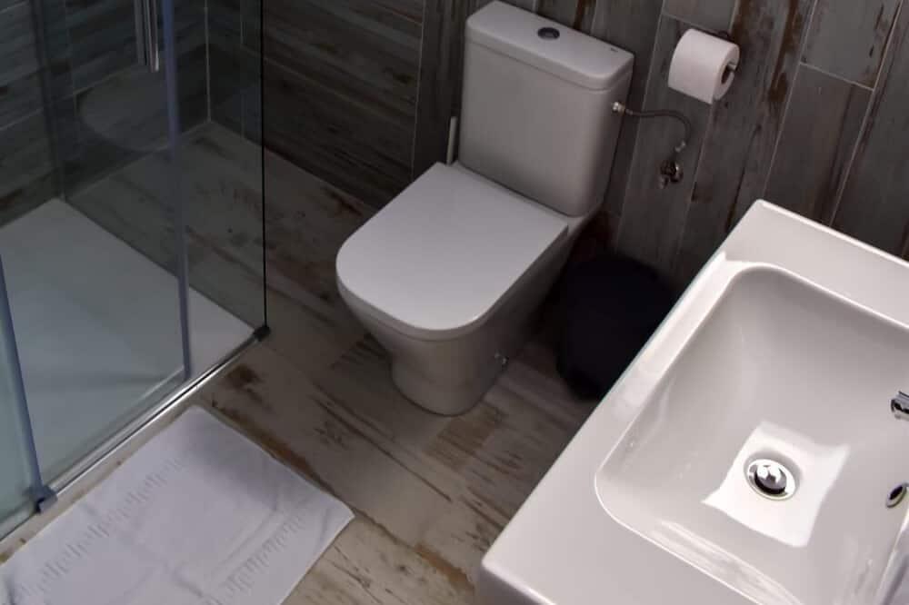 Апартаменты «Комфорт», смежные ванная комната и спальня, вид на море (Mezquitilla 2) - Ванная комната