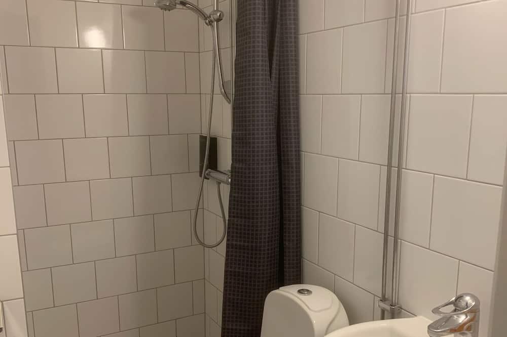 Standaard kamer, 1 twee- of 2 eenpersoonsbedden, gemeenschappelijke badkamer - Badkamer