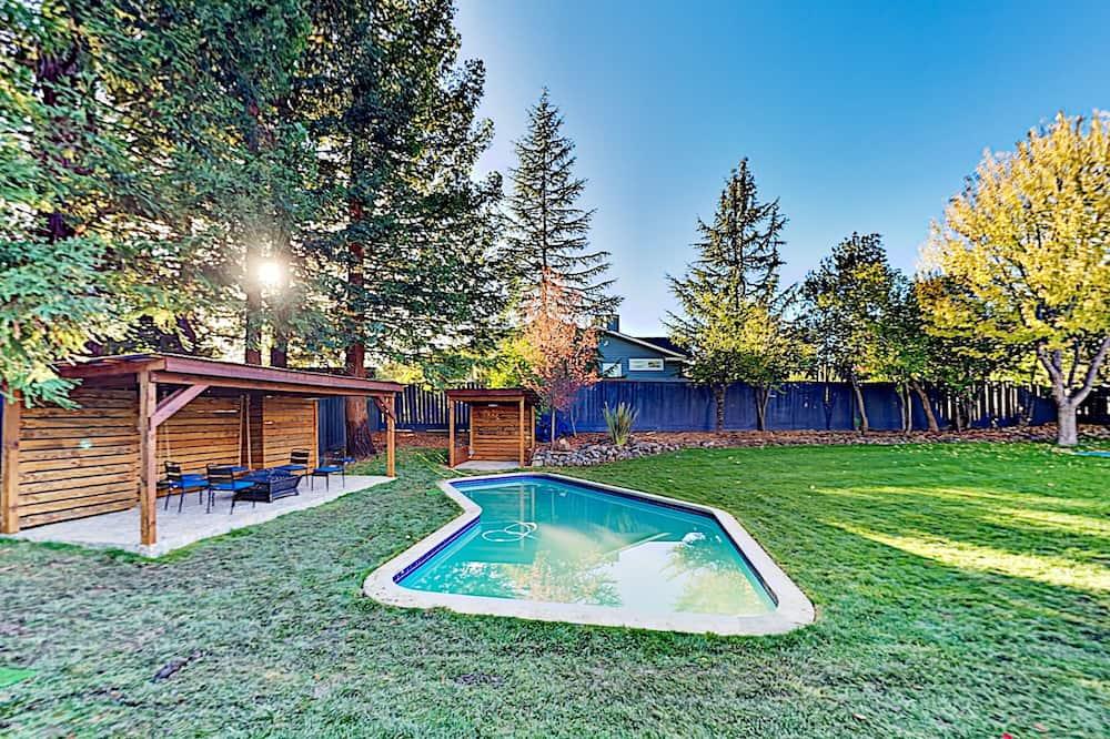 บ้านพัก, 5 ห้องนอน - สระว่ายน้ำ