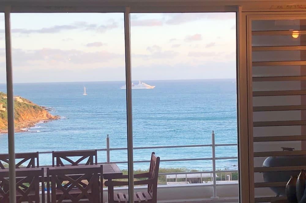 2 Master Bedrooms - King Beds - Beautiful Ocean Views - Short Walk to Beach