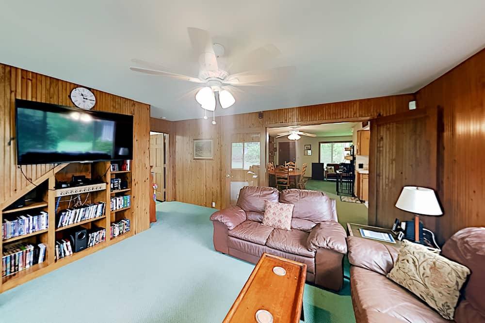 Cottage, 4 Bedrooms - Living Room