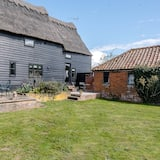Granary Cottage, Valley Farm Barns Snape,