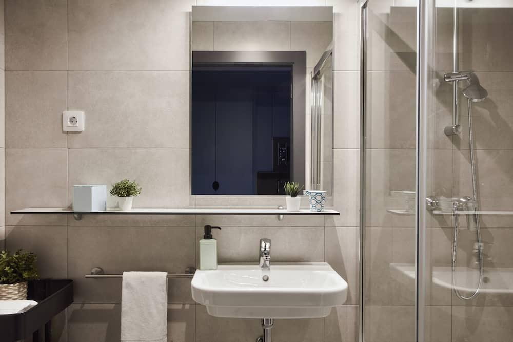 Classic Studio, 2 Twin Beds - Bathroom