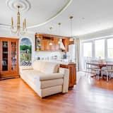 Design-byhus - 2 soveværelser - sauna - Opholdsområde