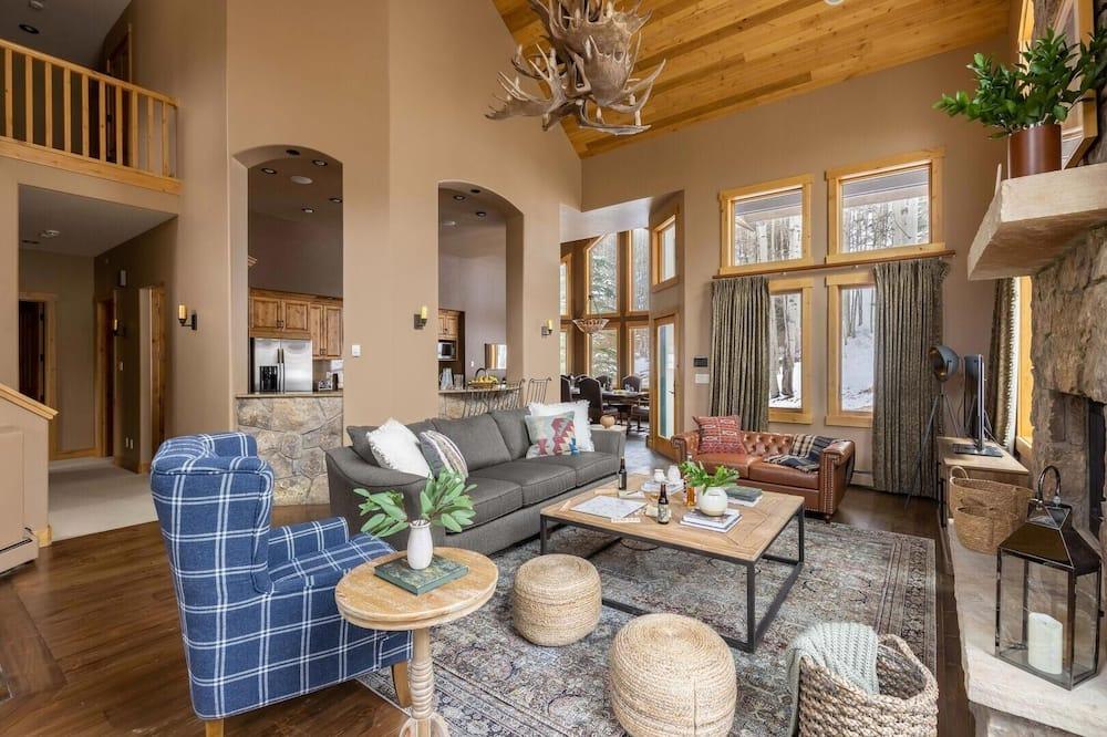 Māja, vairākas gultas (Highline - Breathtaking Mountain Home) - Dzīvojamā istaba