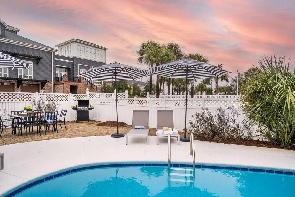 Ferienhaus, Mehrere Betten (Marina - Modern Oasis Close to Beach ) - Pool
