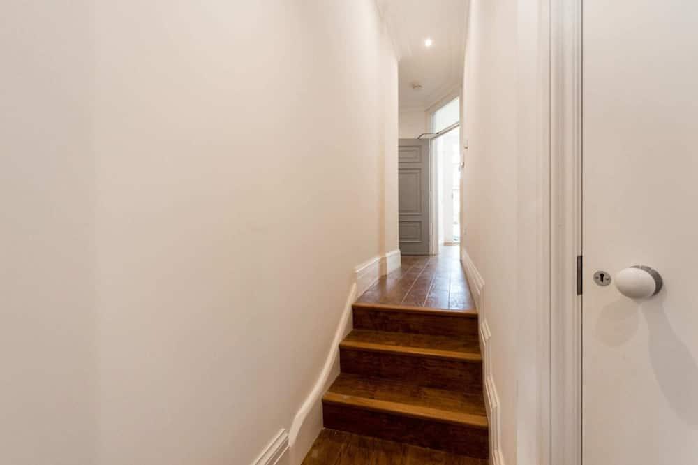Eenvoudig appartement, 2 queensize bedden - Kamer