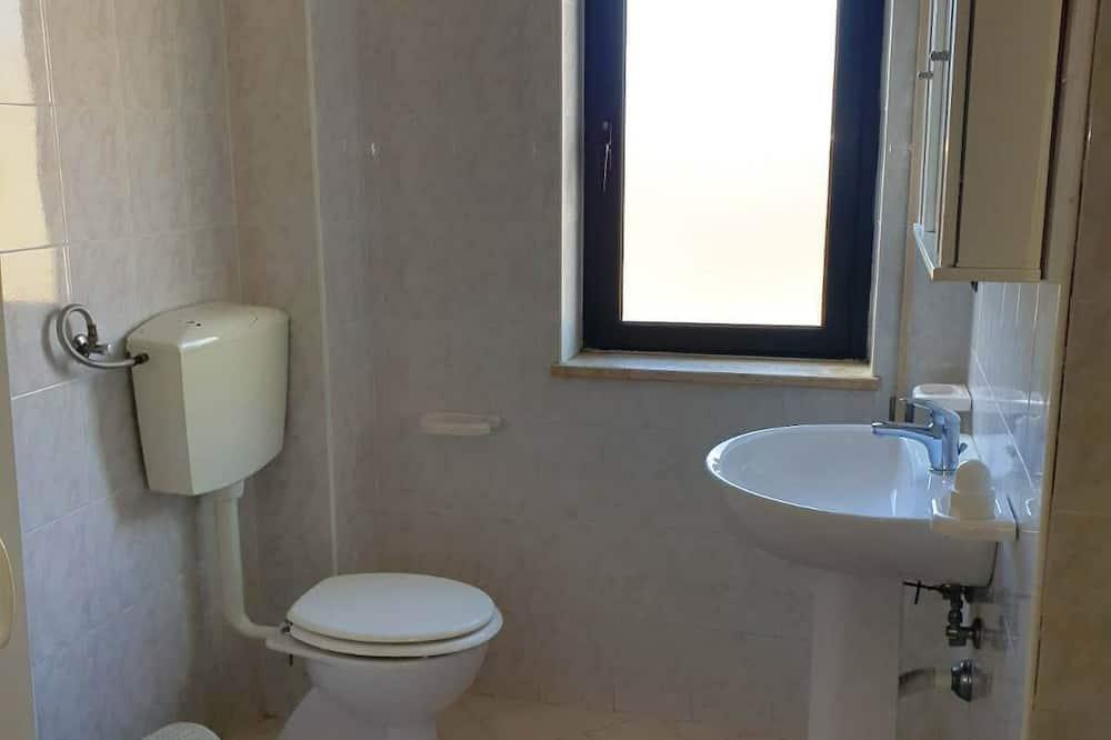 Traditional Apartment, Private Bathroom, City View (Le Castella House 9) - Bathroom