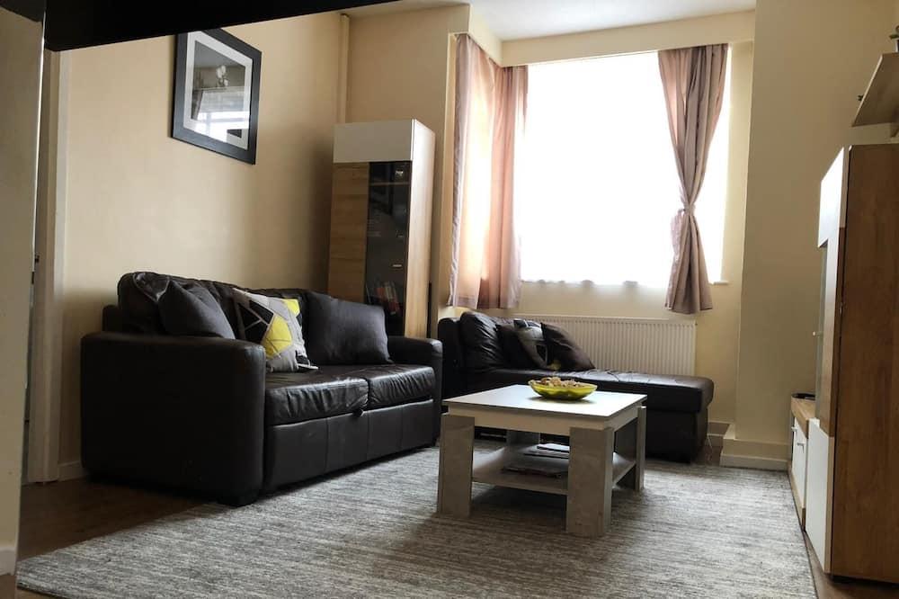 อพาร์ทเมนท์, เตียงคิงไซส์ 1 เตียง และโซฟาเบด - ห้องนั่งเล่น