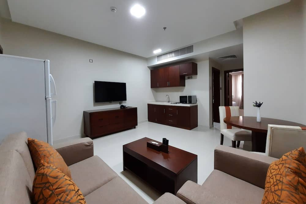 Deluxe Suite, 1 King Bed - Living Area