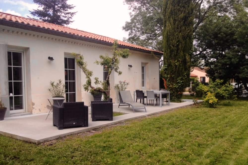 House With 4 Bedrooms in Arsac, With Furnished Garden and Wifi