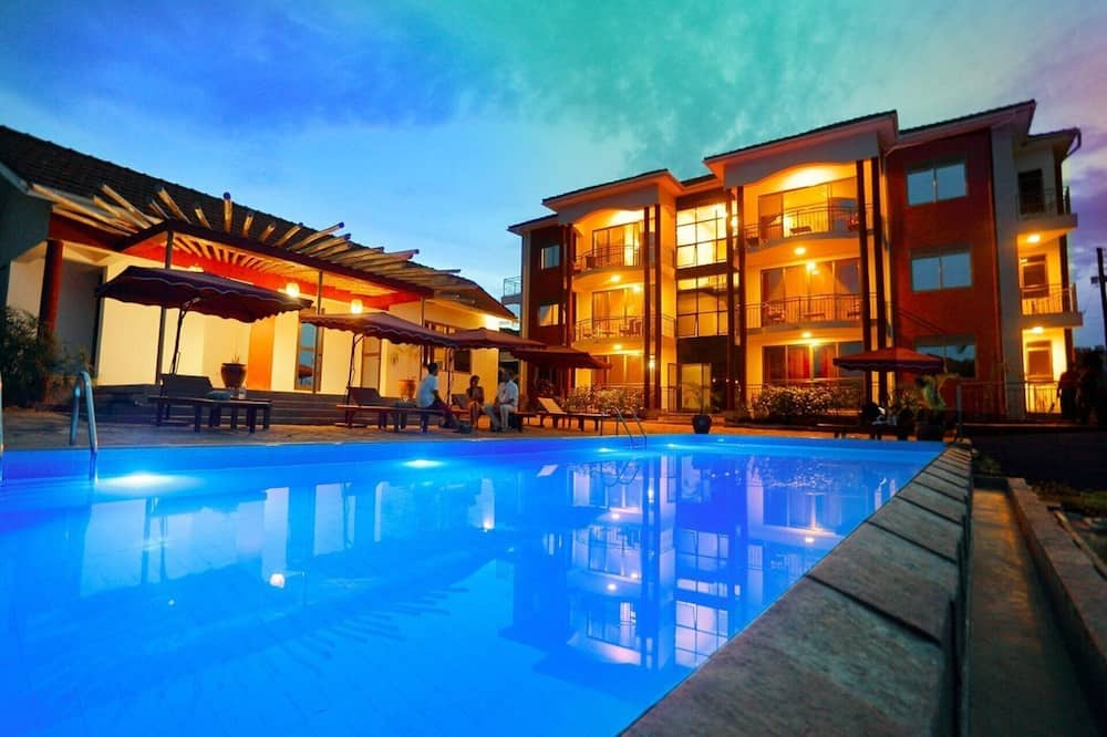 Deluxe 3-bed Apartment With Swimming Pool