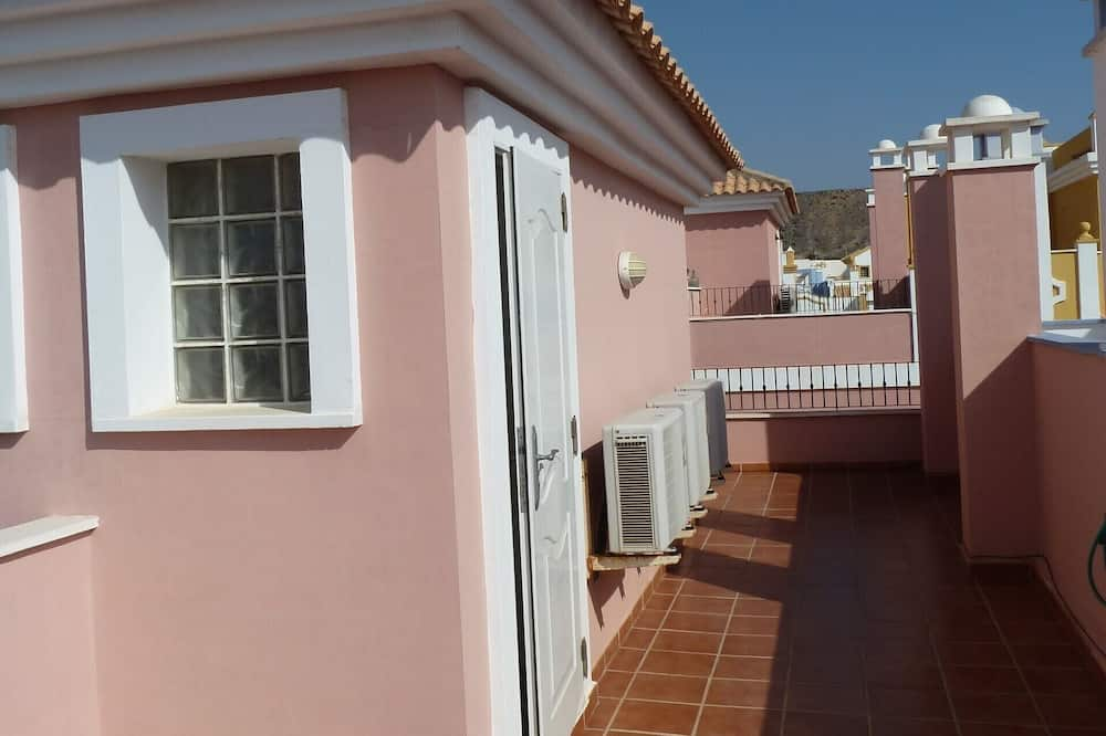 Dom, viacero postelí - Balkón