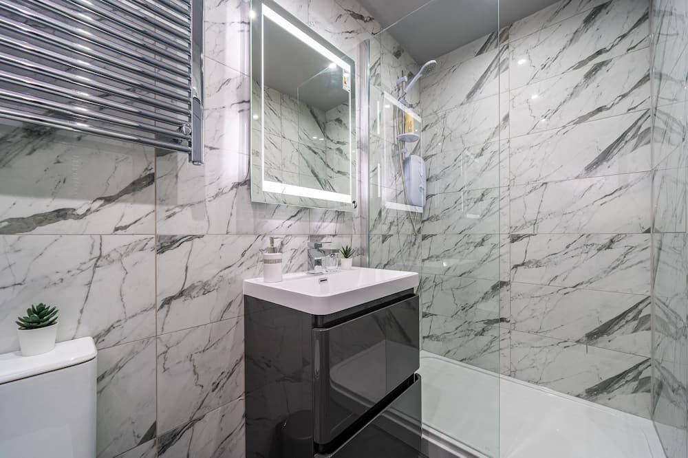شقة ديلوكس - تجهيزات لذوي الاحتياجات الخاصة - بحمام خاص (one bedroom deluxe ) - حمّام