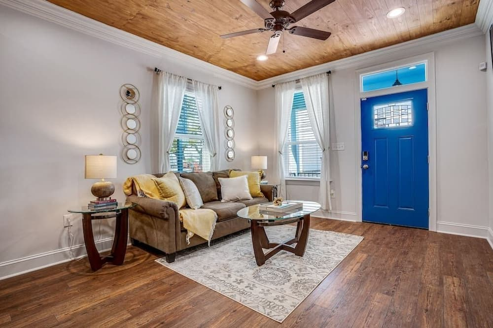 Apartment (The Creole Cottage) - Living Room