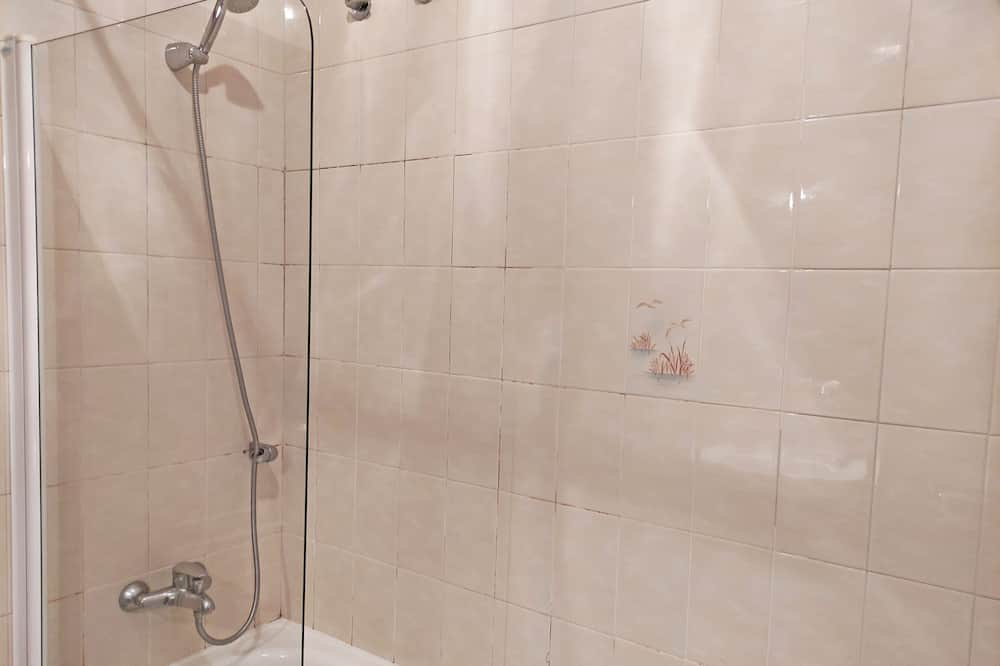 Basic Τρίκλινο Δωμάτιο - Μπάνιο
