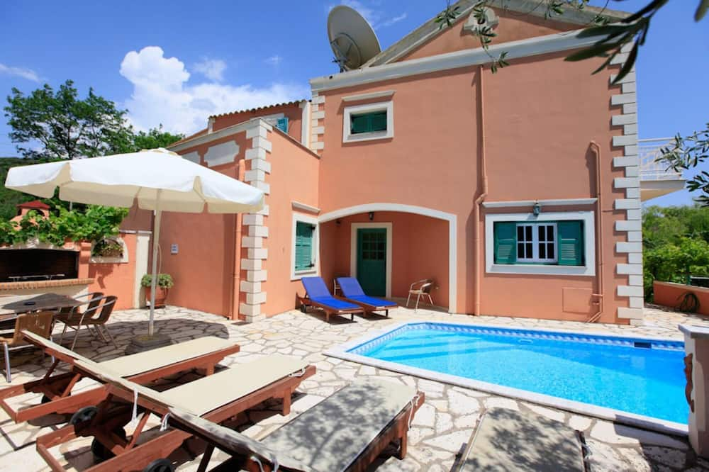 Lavranos House Large Private Pool Walk to Beach A C Wifi Car Not Required - 1851
