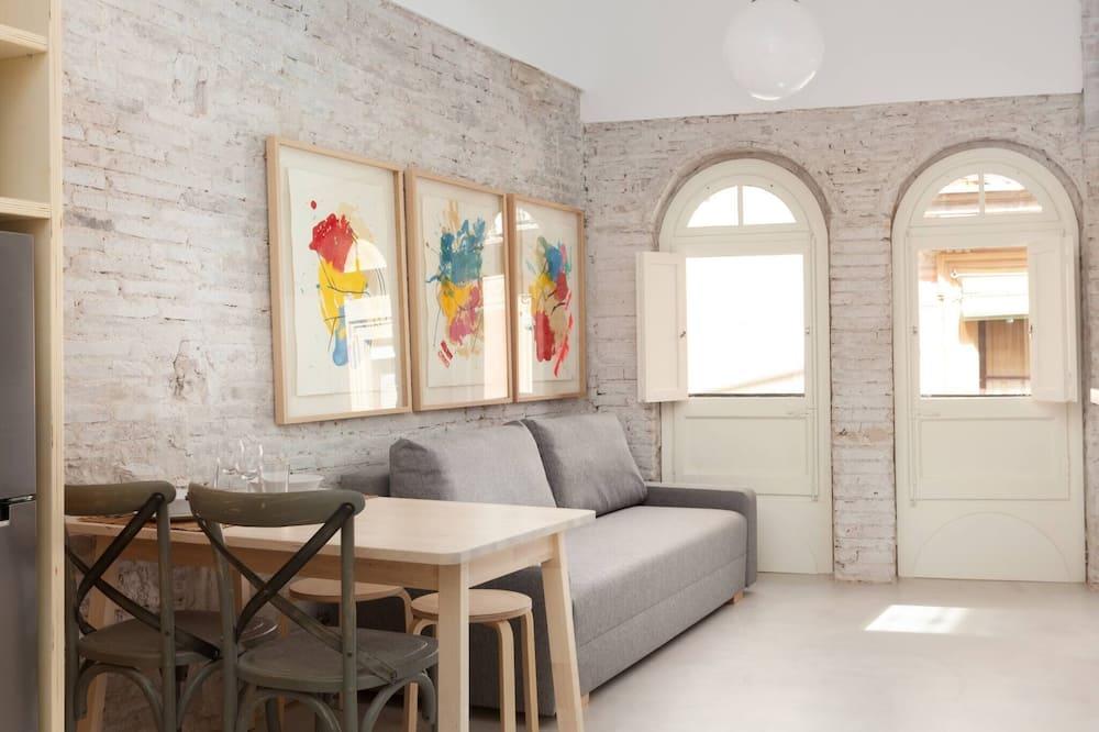 Renovated 1-bedroom Flat In Born