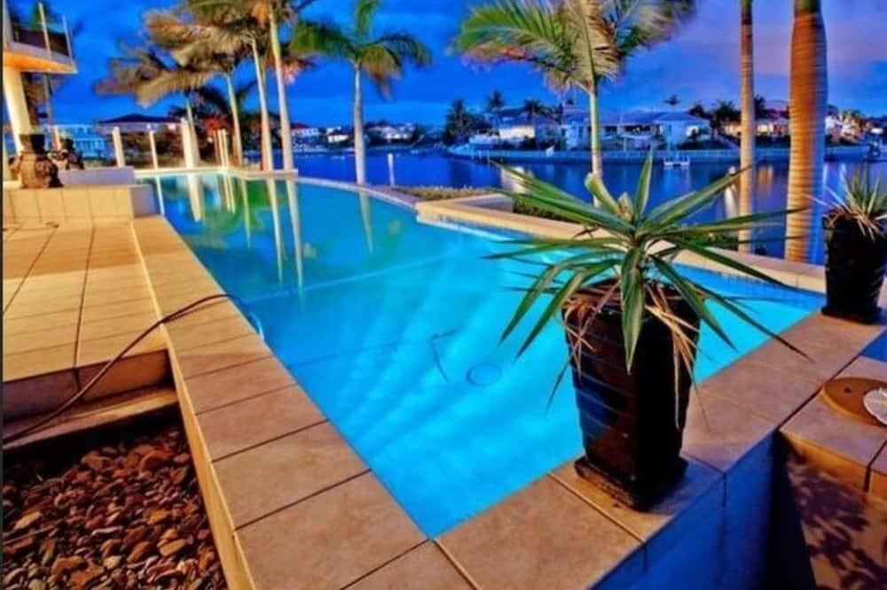 Basic-hus - flere senge - Pool