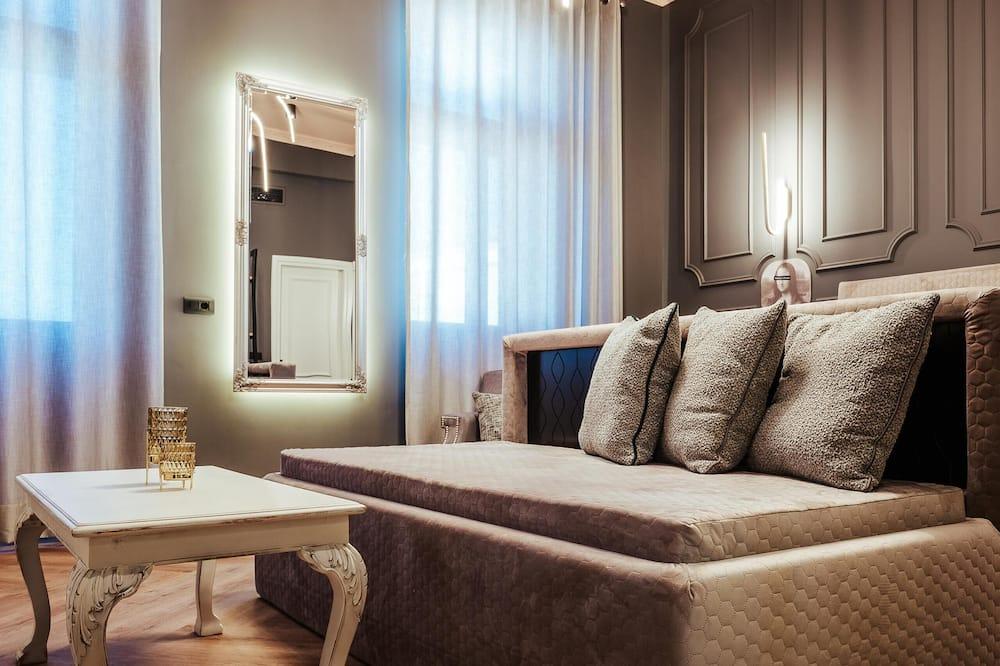 Queen Suite, Sea View - Living Area