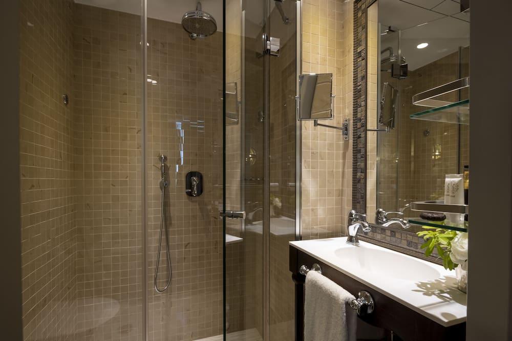 Family Room, 2 Bedrooms - Bathroom