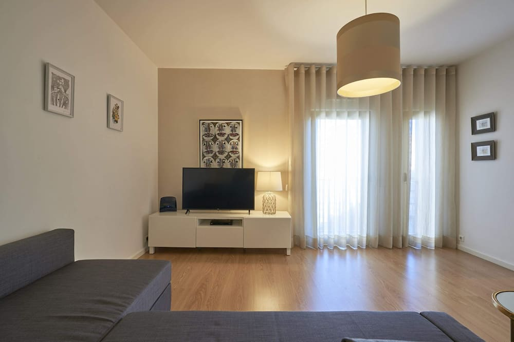 Basic Apartment, 1 Queen Bed with Sofa bed - Living Room