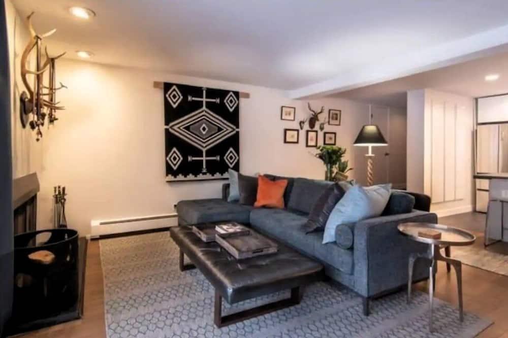 Kooperatīva tūristu mītne, divas guļamistabas - Dzīvojamā istaba
